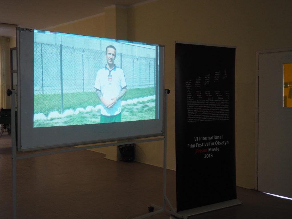 Pokaz filmu o więźniach