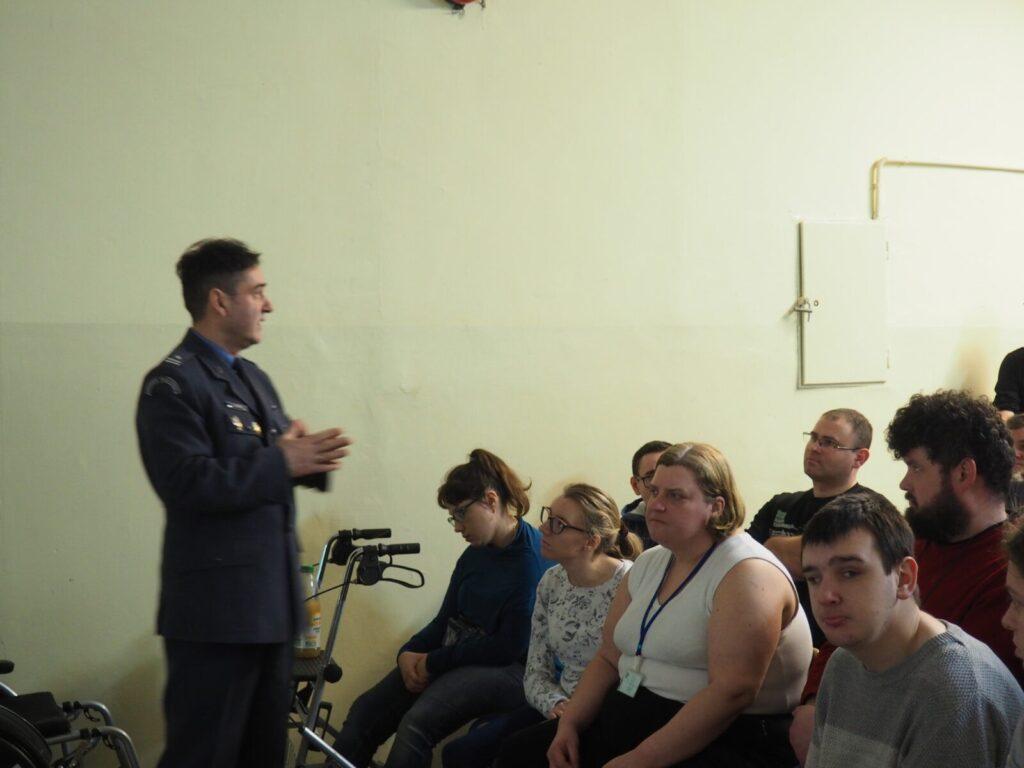 oficer służby więziennej opowiada o więziennictwie