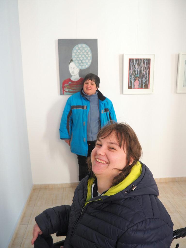 Oglądamy wystawę w MOK-u
